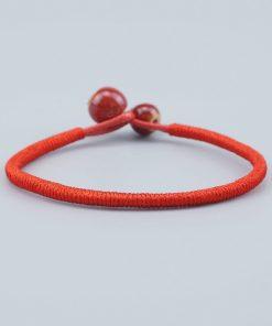 bracelet rouge bouddhiste